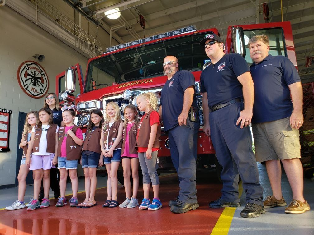Girl Scouts Donate Cookies to SVFD